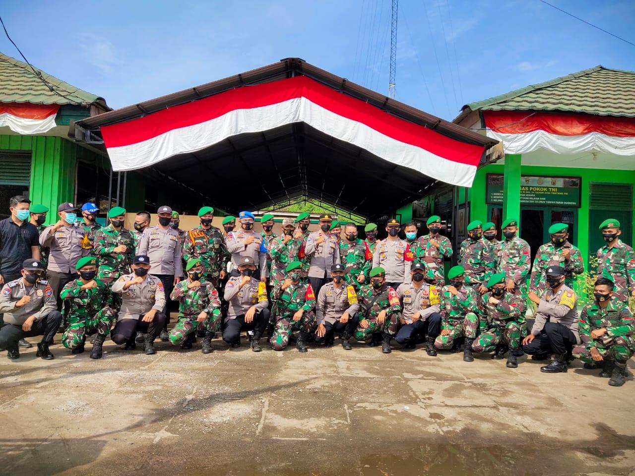 foto : Personil Polsek Bahodopi, Koramil 1311-02 Bahodopi dan Pangkalan TNI AL Pos Kurisa di Koramil 1311-02