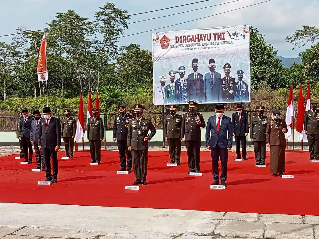 foto: Upacara Peringatan HUT TNI Ke-76 Secara Virtual di Mako Satria Kodim 1311 Morowali kompleks KTM