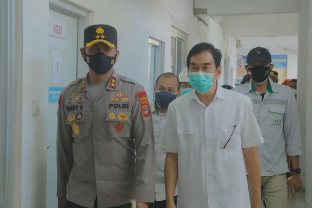 foto: Kapolda Sulteng Irjen Pol. Drs. Rudy Sufahriadi  Saat Di Lokasi Vaksinasi PT. IMIP Morowali